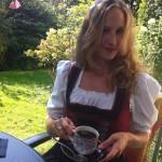 Caroline Schleibinger bei einer Tasse Kaffee...