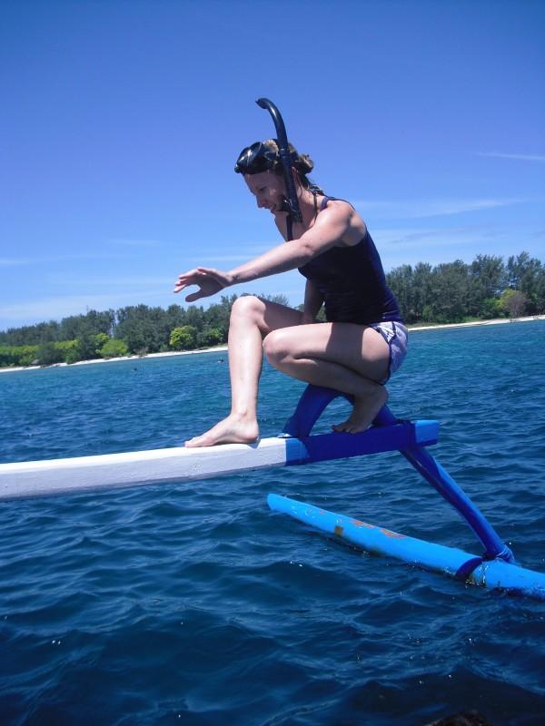 Caro beim Klettern auf dem Spider-Boat