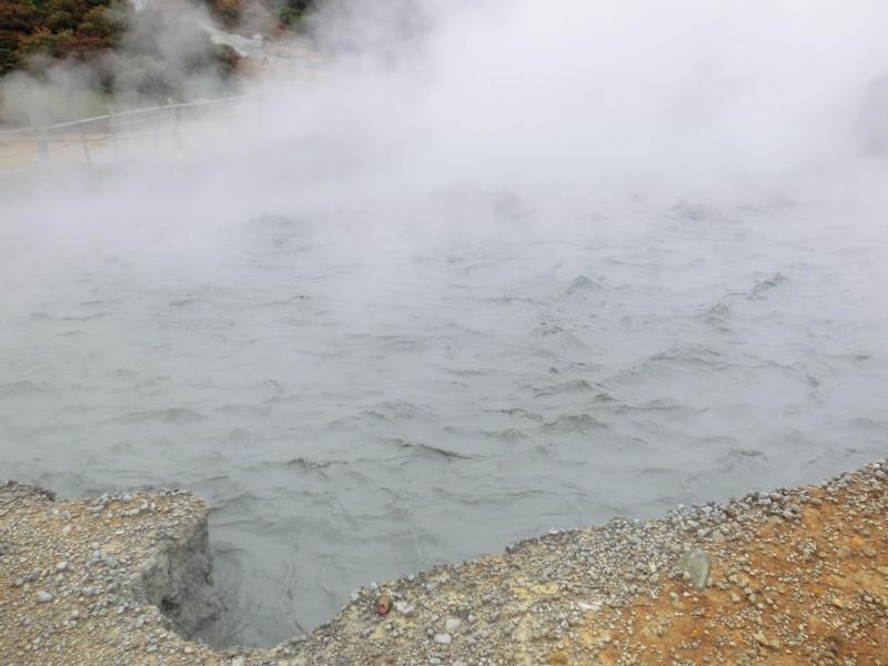 Schwefelquelle am Vulkankrater