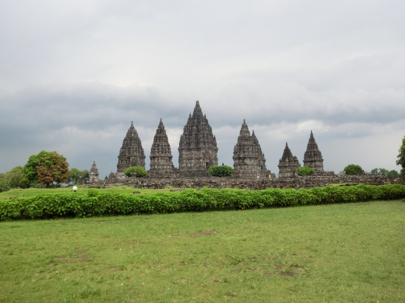 Hindu-Tempel Prambanan zum Vergleich